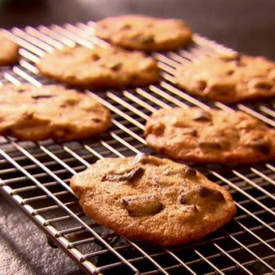 crack of the week :: chocolate chip cookies